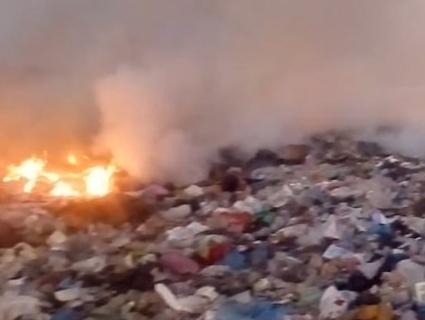 Під Рівним зайнялося сміттєзвалище (відео)