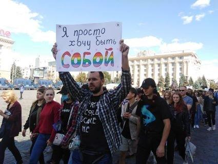 Гей-парад у Харкові закінчився кривавою стріляниною (відео)
