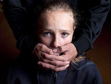 Заклеїв рота скотчем і познущався: на Харківщині педофіл піджидав жертву біля дому