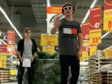 «Ера блогерів»: у ТРЦ Рівного підлітки зняли «дуже дивне кіно» (відео)
