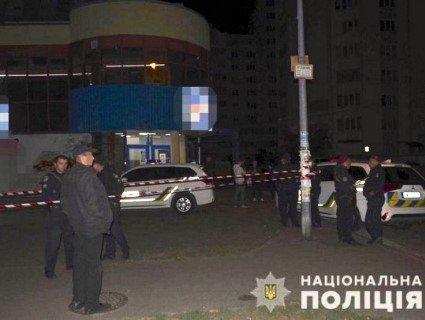 У Києві спецназівцю довелося відстрілюватися від п'яної компанії (фото)