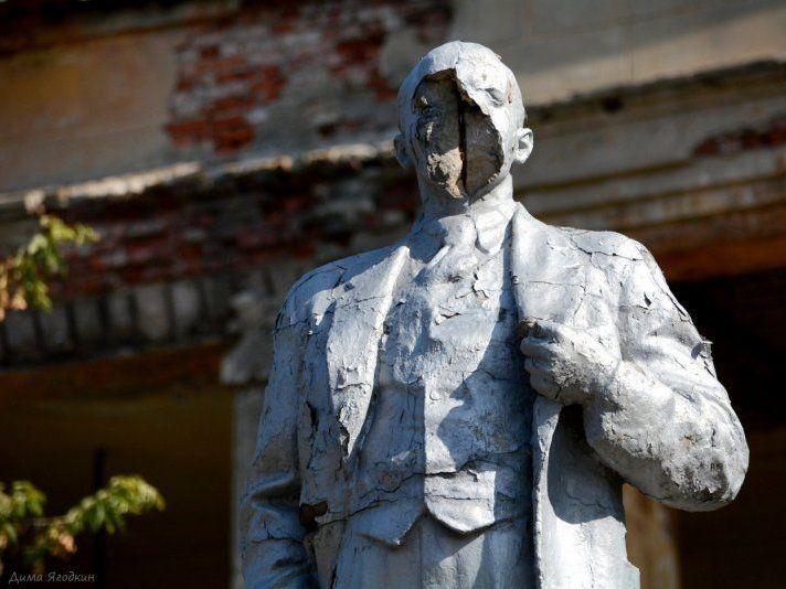 У Донецьку терористи перетворили Леніна на мумію (фото)