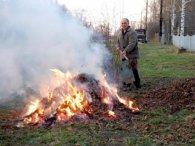 Коли сусіди спалюють листя: як врятуватися від токсичного диму