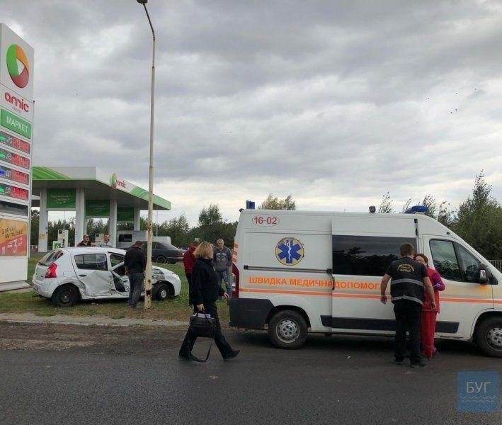 ДТП на Волині: легковик протаранив автобус, є постраждалий (фото)
