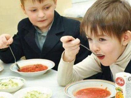 В столичних школах дітей годують недоїдками (фото)