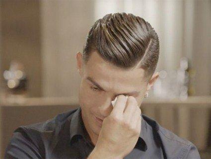 Роналду заплакав, коли йому показали відео з ним малим і батьком-п'яницею (відео)