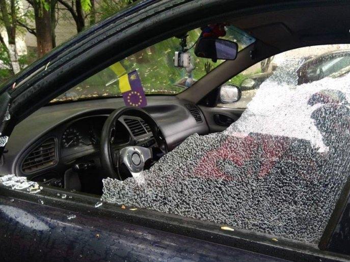 Соцмережі «на вухах»: у луцькому парку зухвало обчистили авто