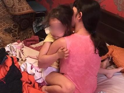 Спільників подружжя, яке в Кривому Розі знімало порно із 4-річною дочкою, піймали в Бразилії