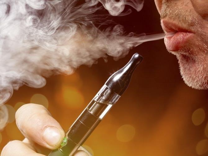 Вейпінг убиває: найбільша торгова мережа світу зупинила продаж електронних сигарет