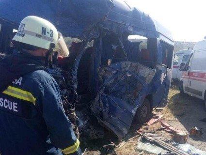 «У кишенях загиблих дзвонили телефони»: моторошні деталі аварії з маршруткою під Одесою (відео)