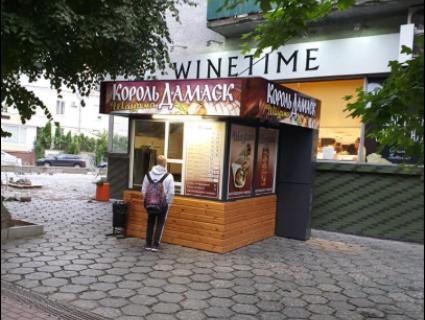 В Луцьку знявся шарварок через шаурмівню в центрі міста (фото)