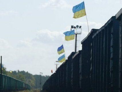 «А Зе чому мовчить»: активістів б'ють, а вони знову блокують російське вугілля (відео)