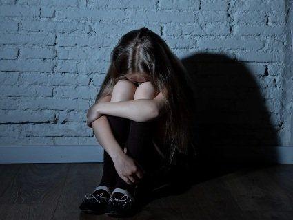 «Зробити яйко-відривайко»: на Дніпропетровщині 14-річна дівчинка народила дитину від вітчима-гвалтівника
