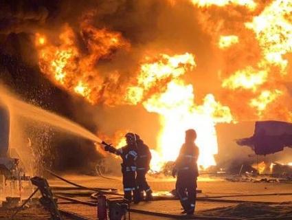 Масштабна пожежа: в Києві горіли автоцистерни з пальним (фото, відео)
