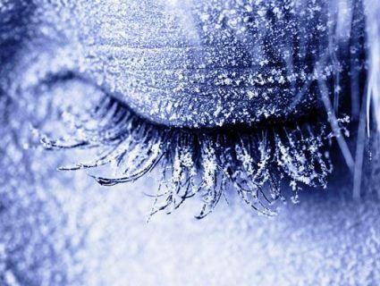 Перші жертви холоду: 23-річна прикарпатка замерзла на смерть за крок від хати