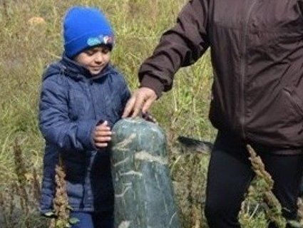 Метрові кабачки вагою 15 кілограмів: волинянка вирощує овочі-велетні (фото)