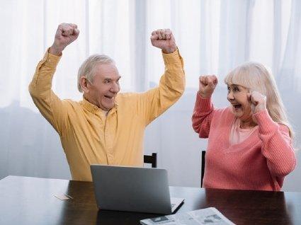 Новий пенсійний вік в Україні: в скільки років  йтимуть на пенсію чоловіки та жінки