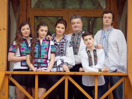 Поставив ультиматум: син Порошенка змусив усю сім'ю перейти на українську