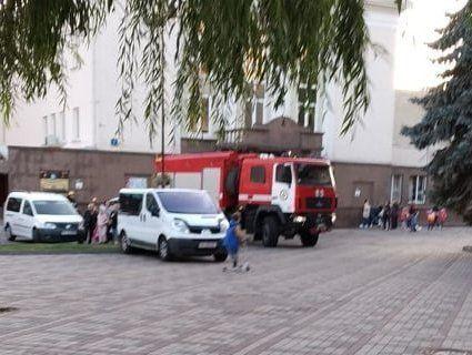 Чому диміли спорткомплекс і Палац культури в Луцьку