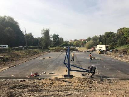 У Луцьку на місці радянських атракціонів будують баскетбольний майданчик (фото)