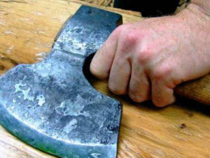 За удар сокирою по голові дружині волинянин заплатить… 170 грн штрафу