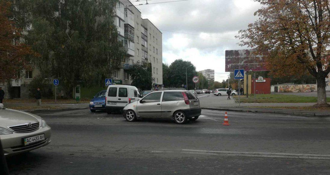 У Луцьку на Відродженні зіткнулися три автівки