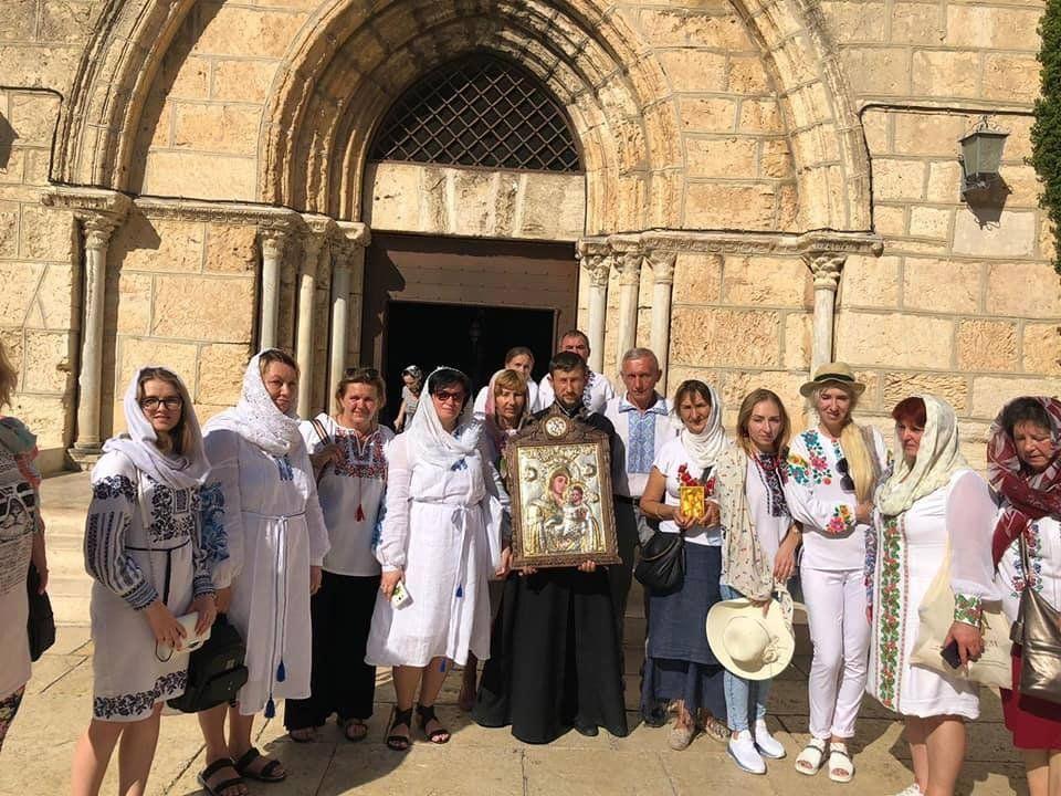 «По щоці Богородиці скотилася сльоза»: прочани з Волині узріли диво Господнє в Єрусалимі (фото)