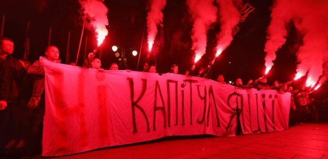 «У Зеленського починається веселе життя»: націоналісти погрожують щоденними акціями протесту