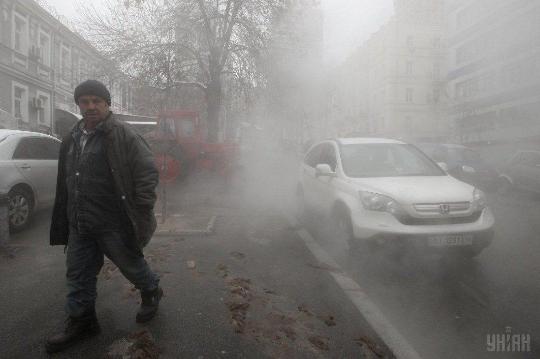 Вулиці Києва залив кип'яток (відео)