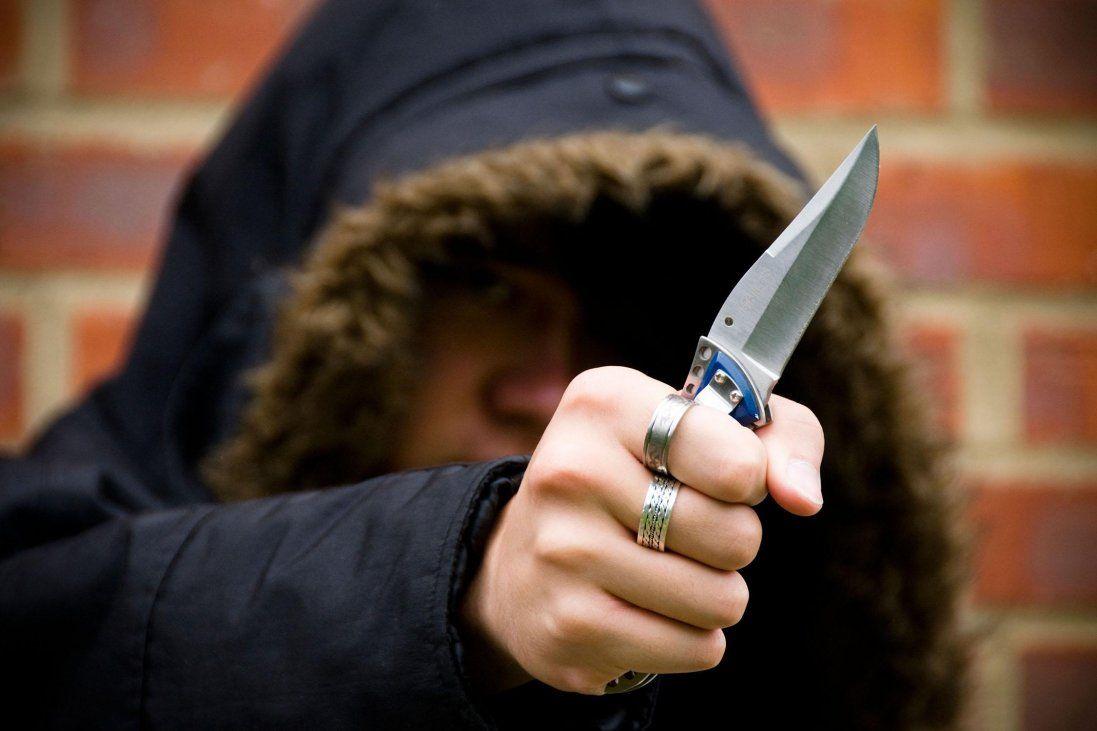 Жах у Ковелі: підліток зарізав жінку і ще двох людей відправив у реанімацію