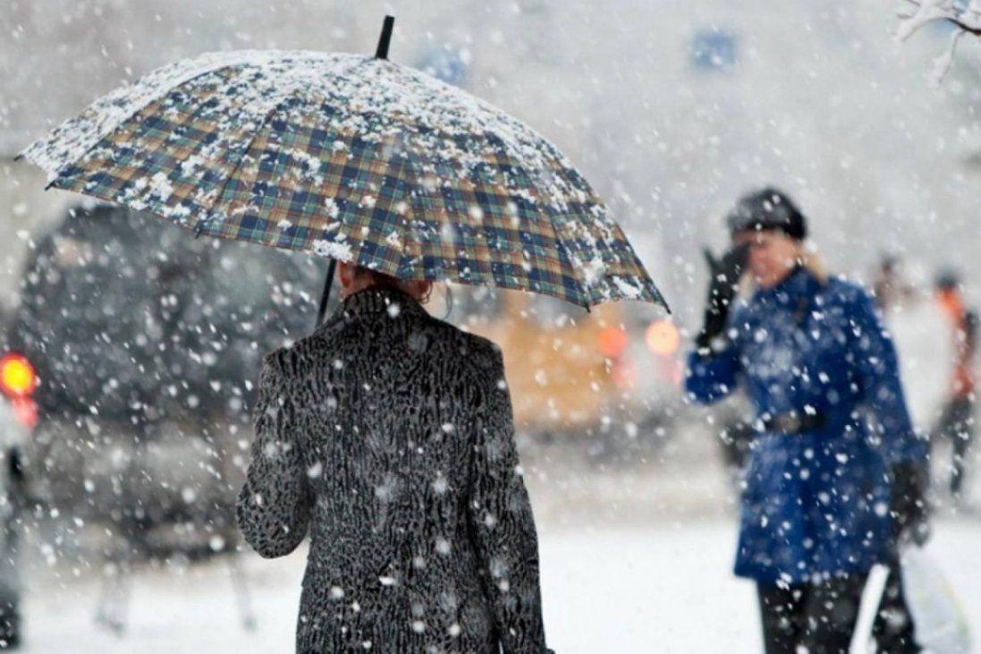Мокрий сніг з морозом: погода на вихідні