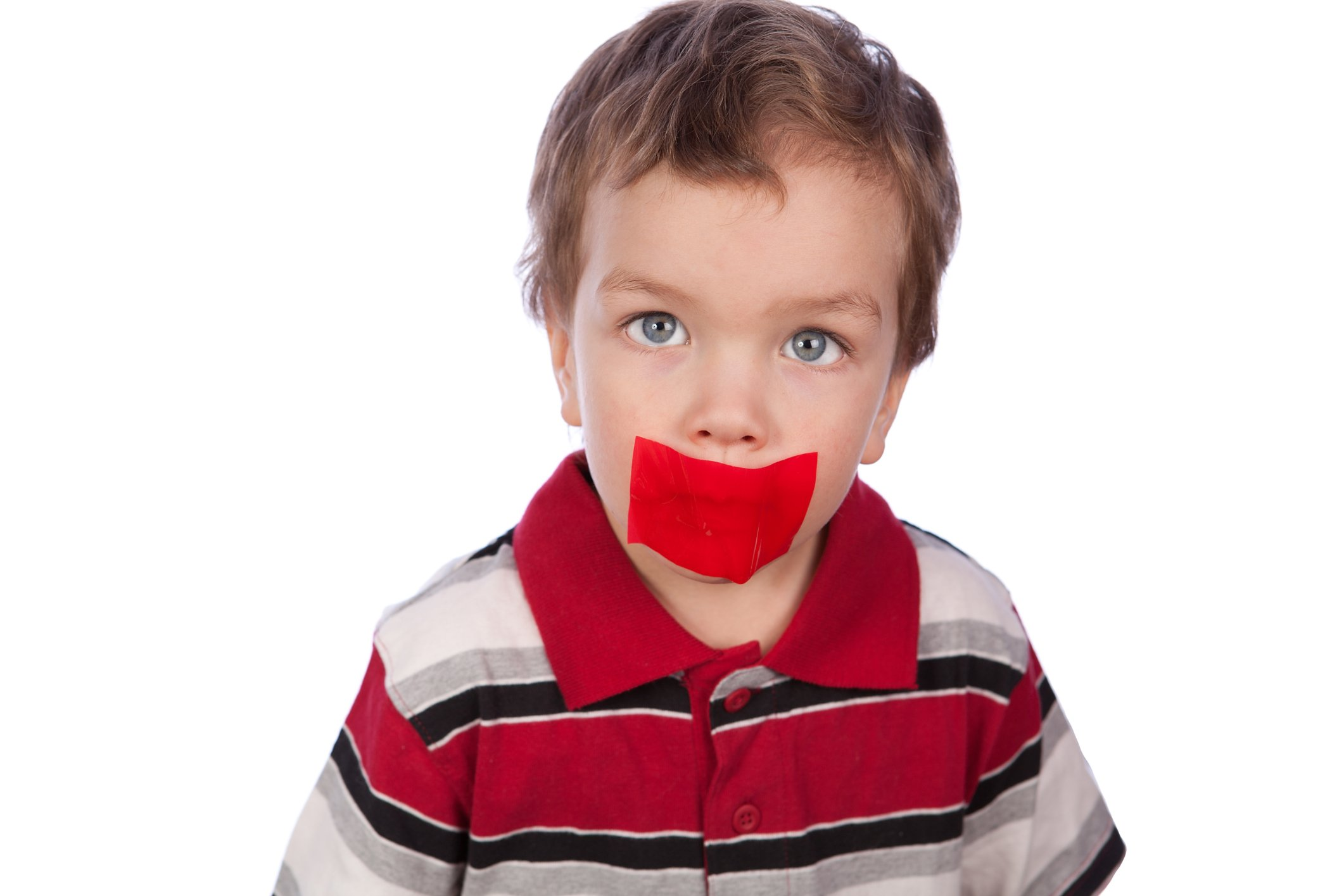 Вихователька дитсадка заклеювала дітям рот скотчем