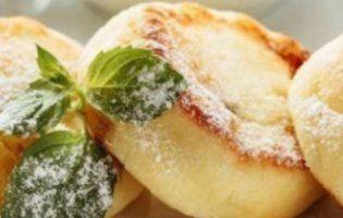 Твій корисний сніданок: сирники в духовці