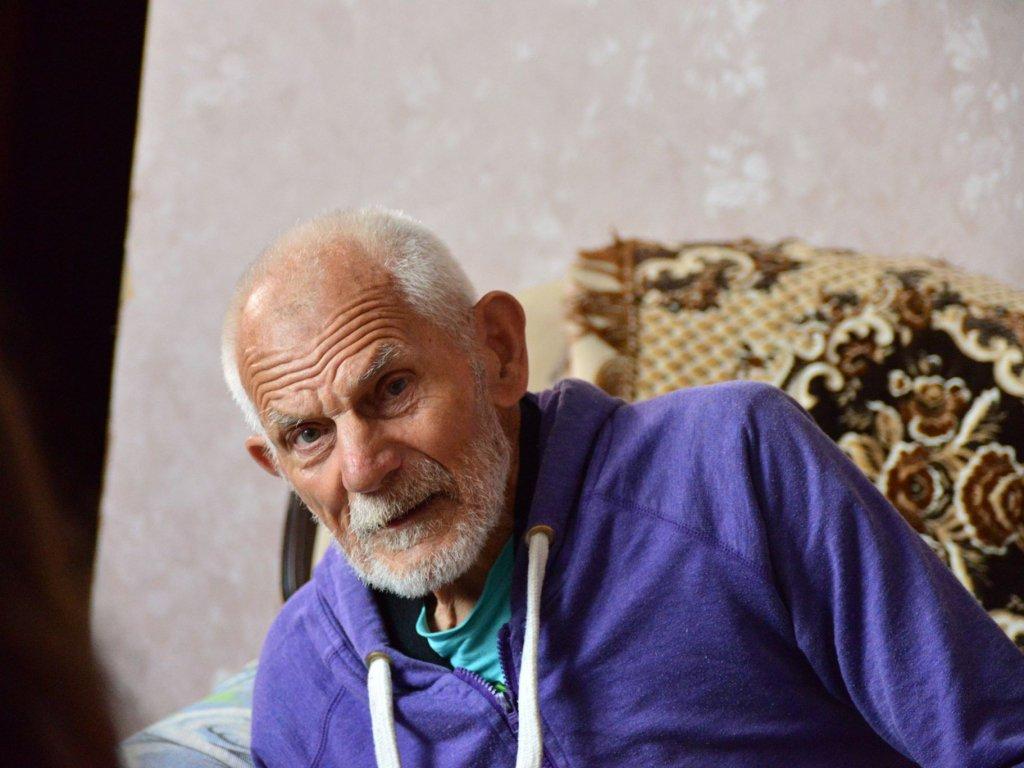 Прихистила 90-річного безхатька з надією на зцілення хворої доньки