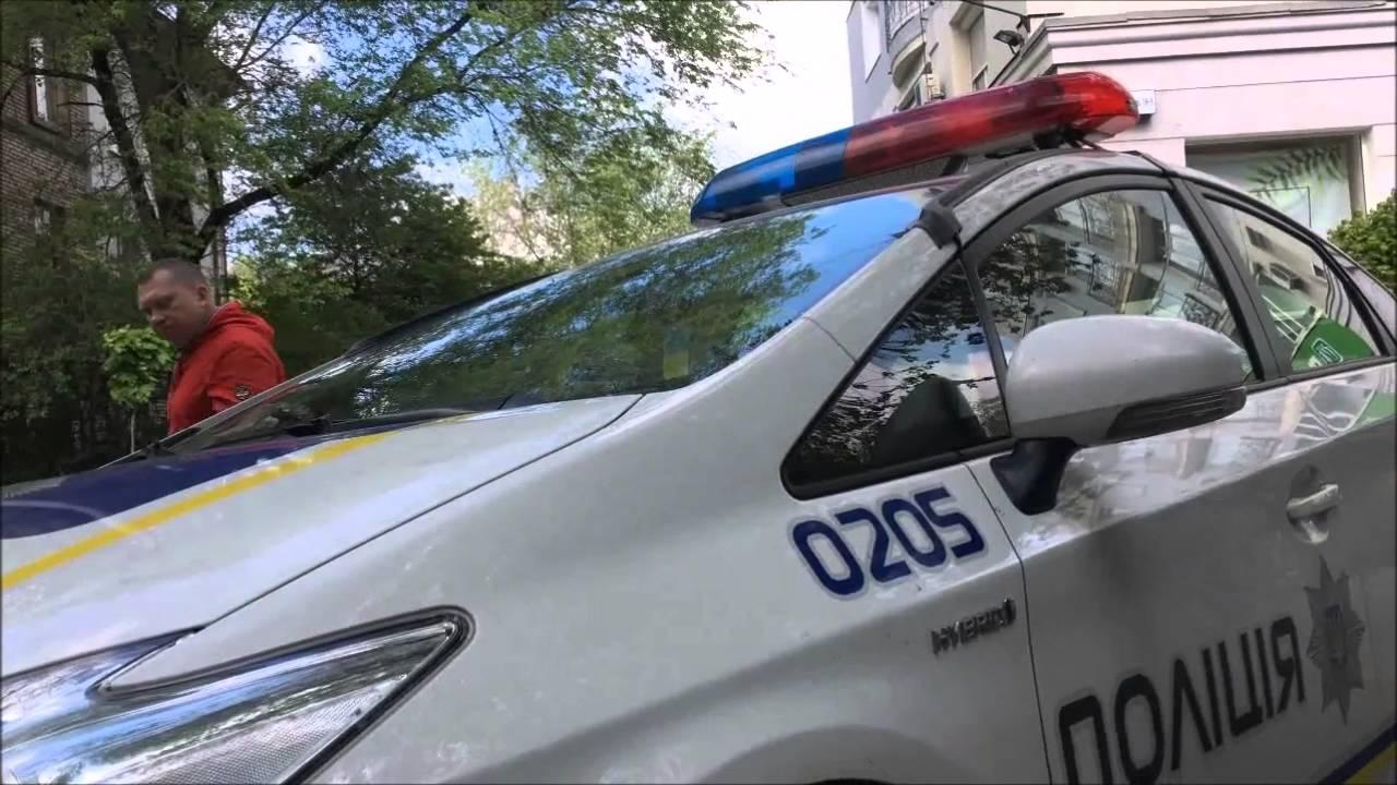 В Одесі дві години тягали туди-сюди неправильно припарковане авто (відео)