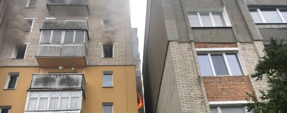 У Нововолинську гасили пожежу в багатоповерхівці (фото)