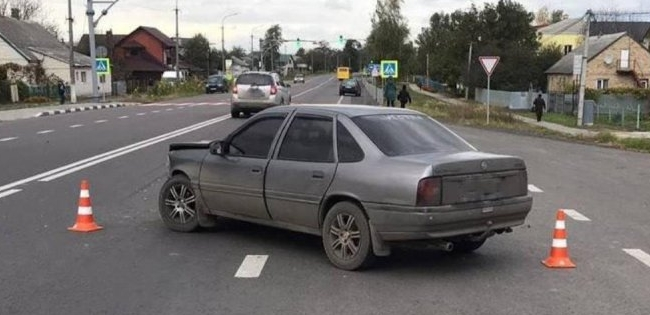 Під Луцьком на розвороті Opel зіштовхнувся з Volkswagen
