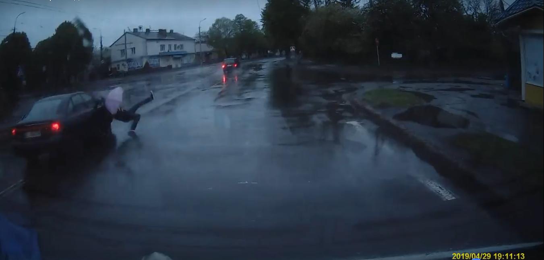 У Луцьку просять поставити світлофора на «проклятому» перехресті (відео)