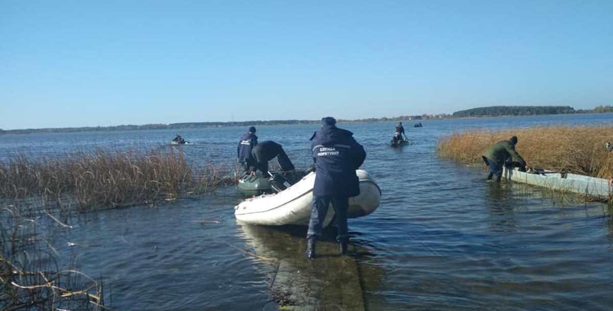«Жодним чином не сприяють пошукам зниклого», – дружина Веремійчика про врятованих чоловіків з човна
