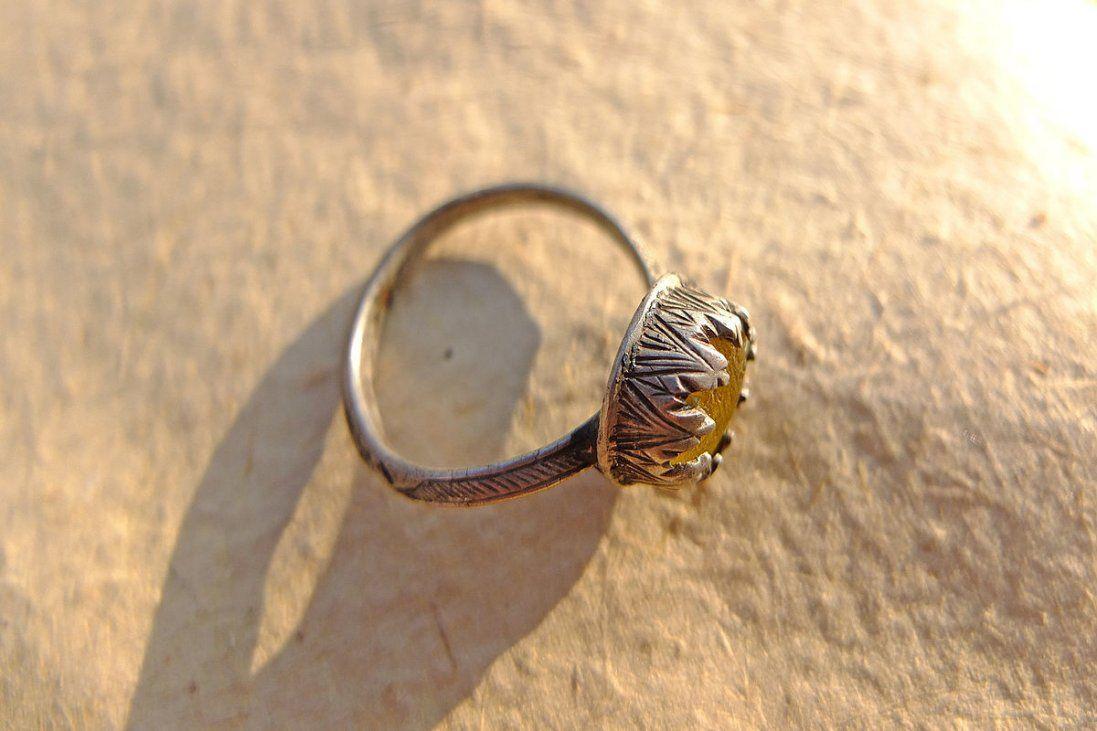 Перстень, який викопав на городі, вказав волинянину суджену