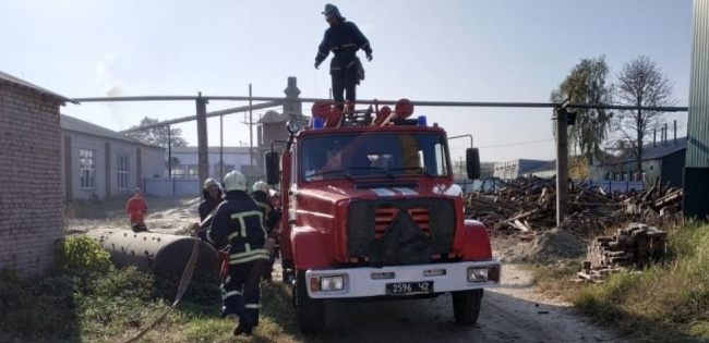 На Волині рятувальники гасили умовну пожежу (фото)