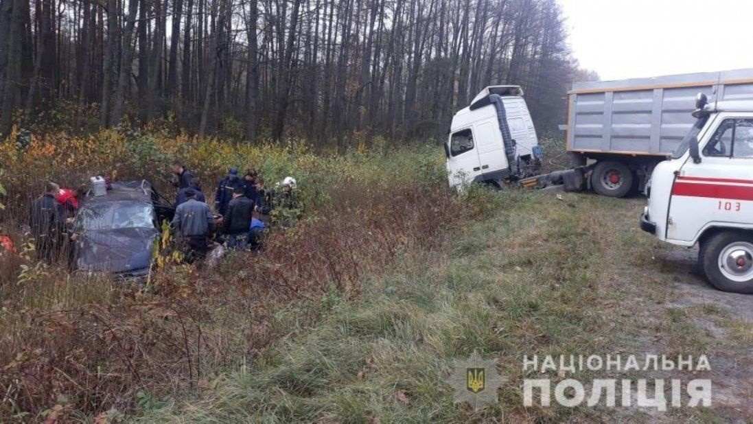 На Волині вантажівка зіштовхнулася з легковиком: загинула жінка (фото)