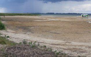У Світязі вода відступила від берега вже майже на 90 метрів (фото)
