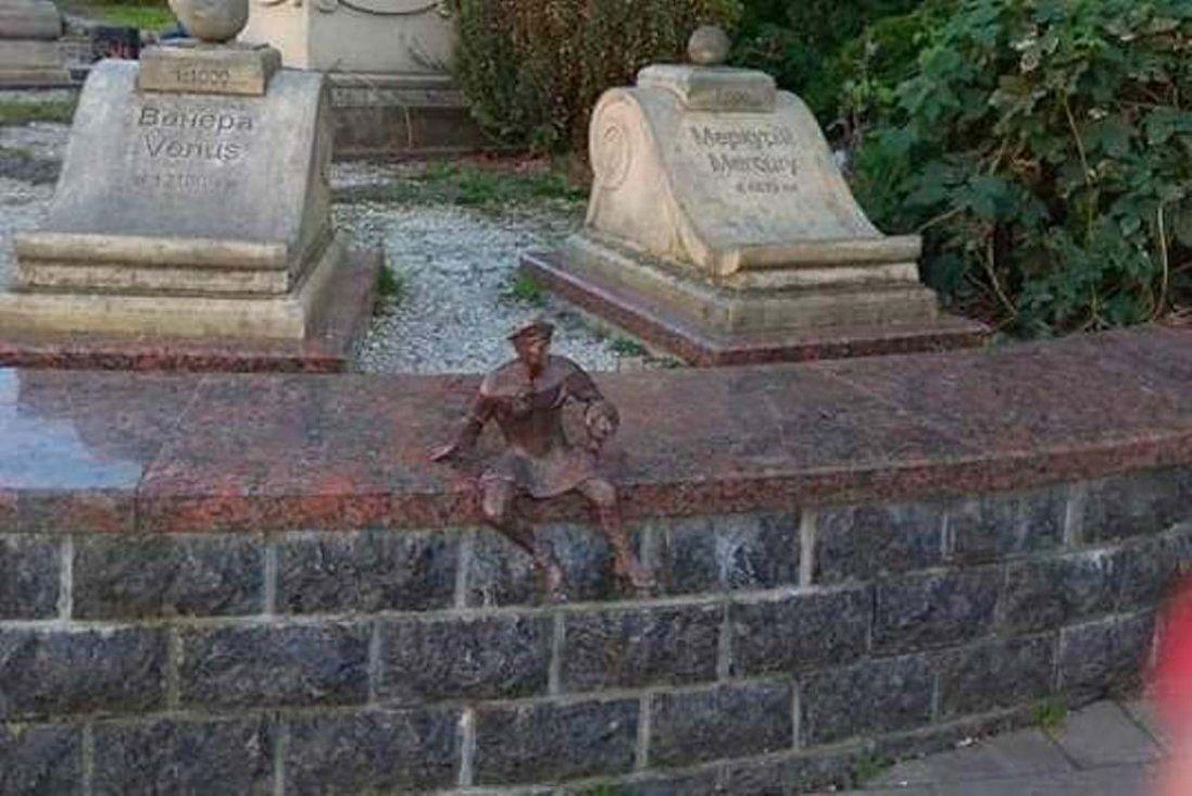 У центрі Луцька з'явилися нові скульптури (фото)