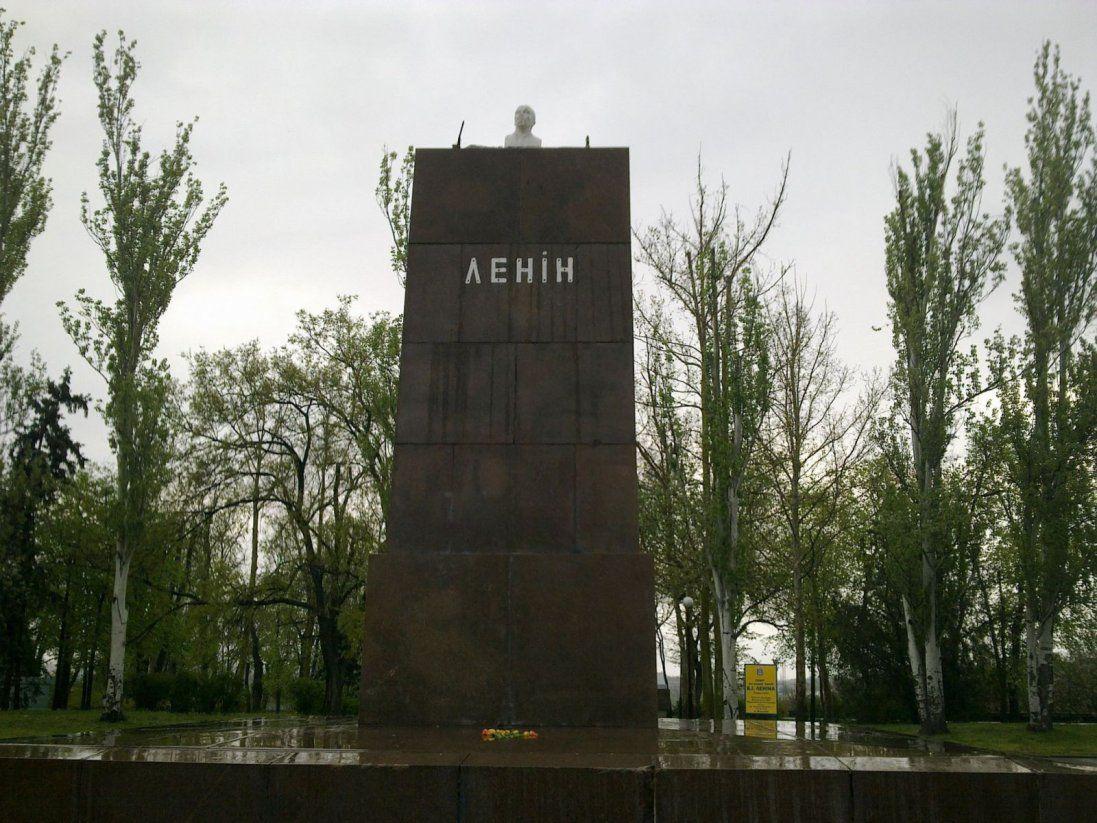 Новий конфуз: у Росії відкрили підставку для пам'ятника, на який не вистачило грошей (фото)