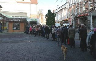 У Луцьку — знову черга через електронні квитки