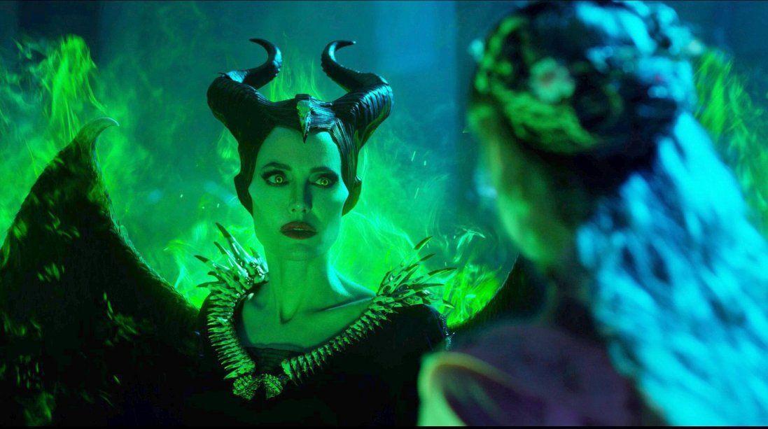У мережі з'явилися пікантні знімки Анджеліни Джолі (фото)