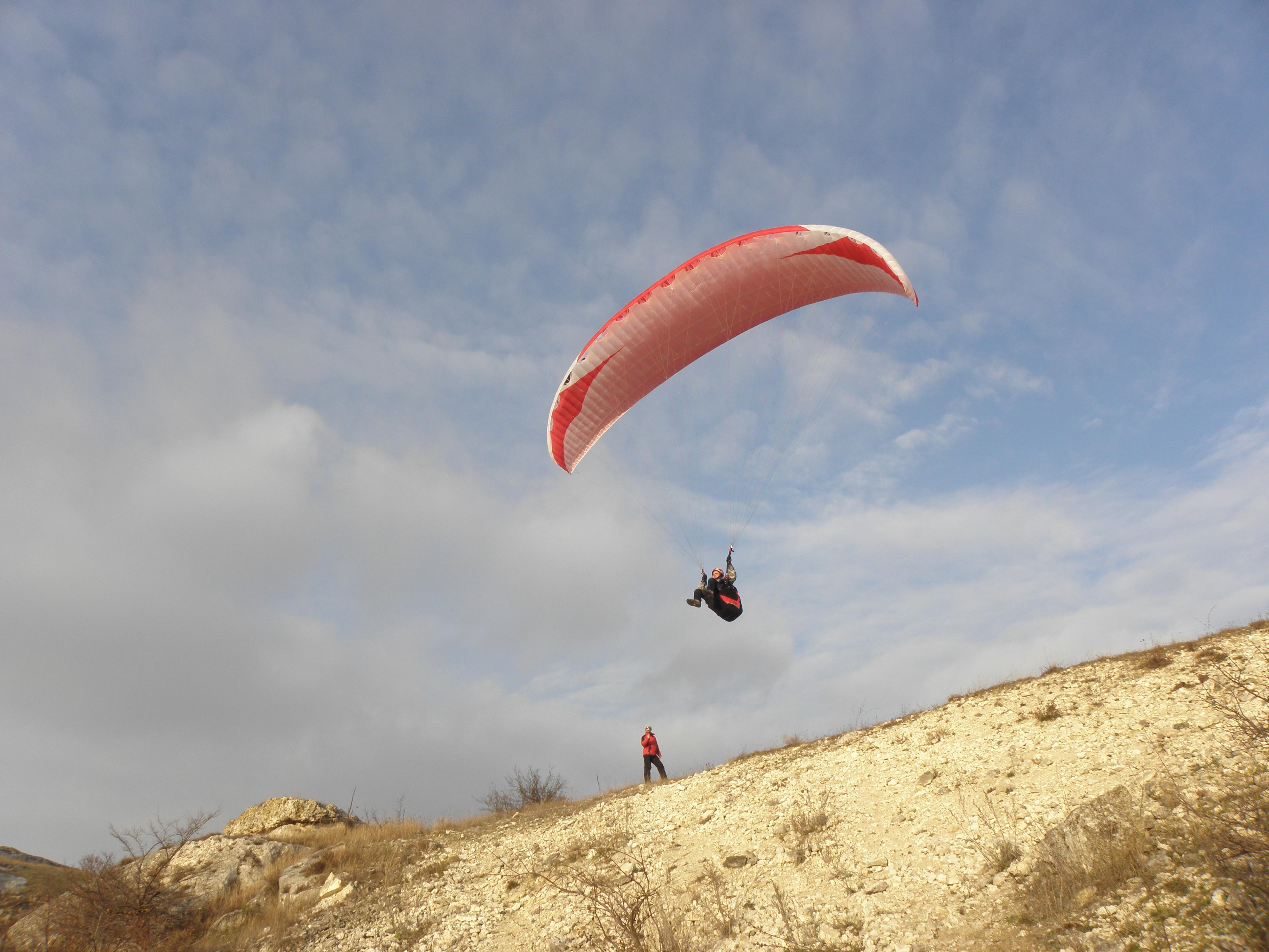 Лучанин перелетів Гімалаї на параплані (відео)