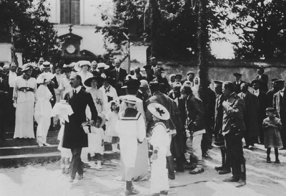 Гості на «золотому весіллі» Фердинанда та Пелагії Радзивіллів, Колегіальний костел Святої Трійці, 1914 р.