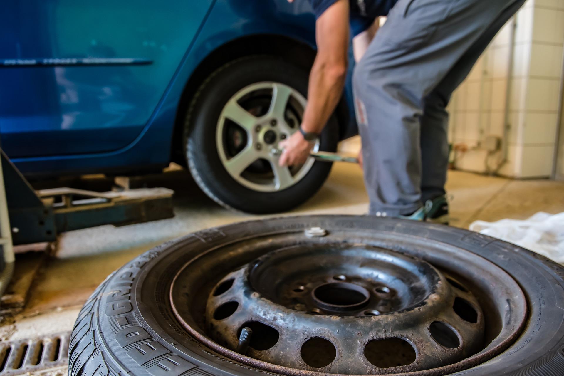 Заміна літніх шин на зимові: як правильно підготувати машину до зими